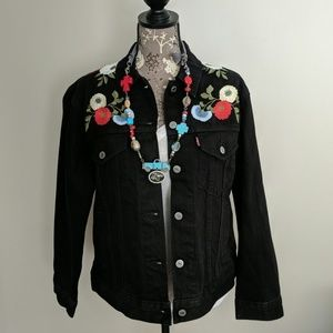 NWT Levi's ex-boyfriend trucker black embroidered
